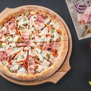 Пицца с Беконом - изысканное сочетание свинины с чесночком.
