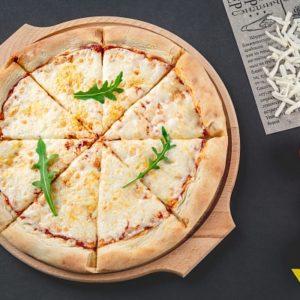 Пицца Маргарита - Свежее тесто высшего сорта, Моцарелла, Натуральный томатный соус.