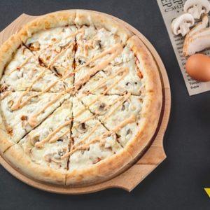 Пицца чикен спайси - для любителей классики с легкой остринкой.